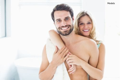 portrait-of-happy-young-couple-cuddling-in-the-bathroom-img-blog-compressor